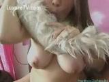 Gorda tetona mamandosela a su Perrito